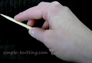 How to hold your knitting needles